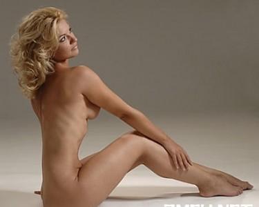 ALINA STANCU goala B1TV TVR INFO  pictorial nud prezentatoare TV stiri moderatoare poze foto video pareri opinii